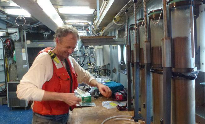 Chief scientist hard at work with sediment sampling, Rainer Lohman, EN651