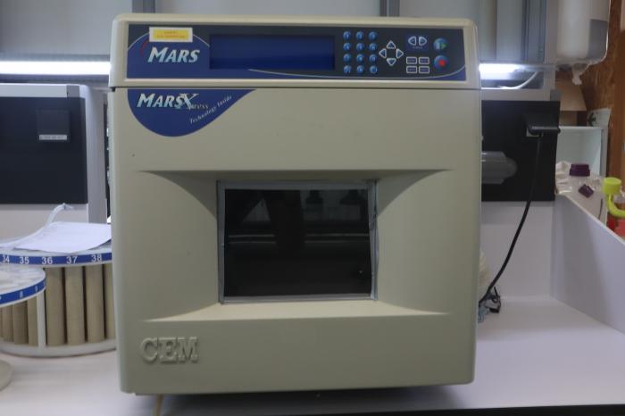 CEM Mars 5xpress microwave